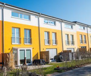 gelbe privat reihenhaus fürth https://fensterputzerfürth.de reinigungsfirma zirndorf